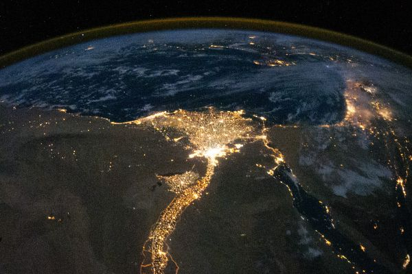 ISS---Egypte---Le-Caire---Nil---Nuit---ISS025-E-09858.jpg