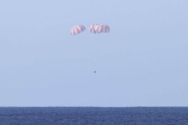 SpaceX---Dragon---splashdown---08-12-2010.jpg