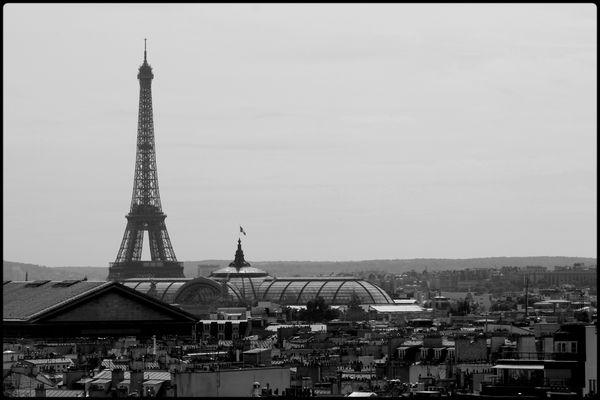 Tour-Eiffel-depuis-la-terrasse-des-Galeries-Lafayette.jpg