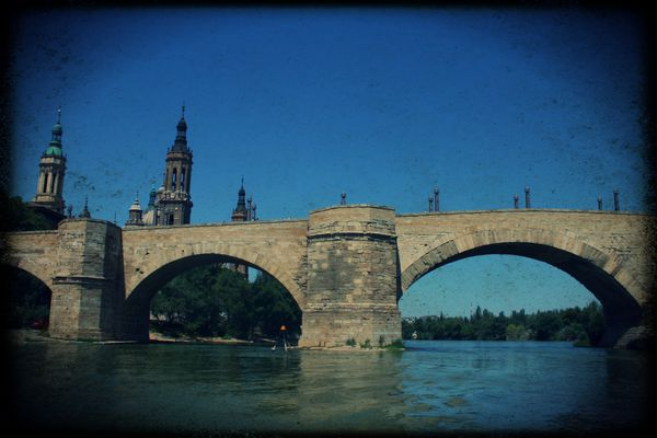Pont-du-l-Ebre-a-Saragosse.jpg
