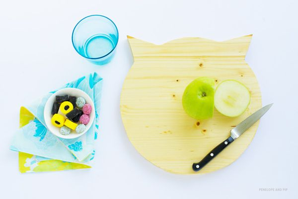 DIY-Cat-Shaped-Cutting-Board-by-Penelope-and-Pip.jpg