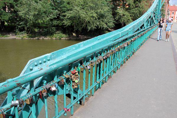 multitude de cadenas sur un pont de Wroclaw.jpg
