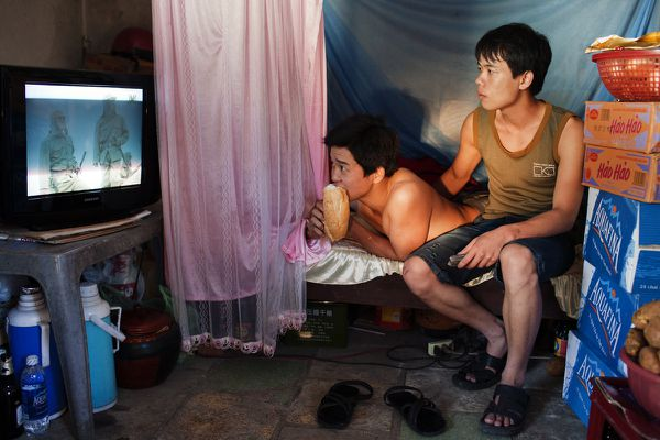 couple-gay-vietnamien-par-Maika-Elan-2.jpg