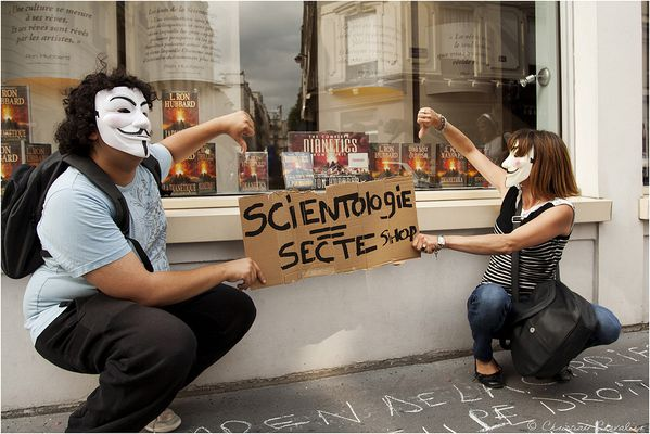 Anonymous et la scientologie