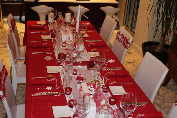 Decorations de table aussi beau que bon for Table noel rouge et blanc