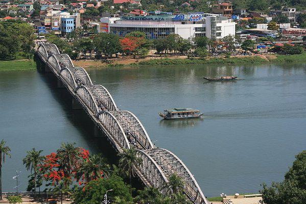 PONT-Truong-Tien-HUE.jpg
