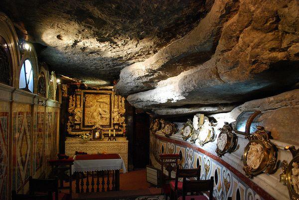 Grotte-d-Ignace-de-Loyola--Manresa.jpg