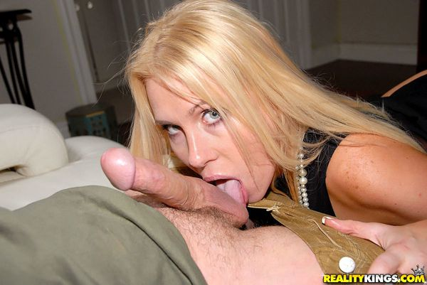 Jaime_Appelgate-Grown_and_sexy-MilfHunter-05.jpg