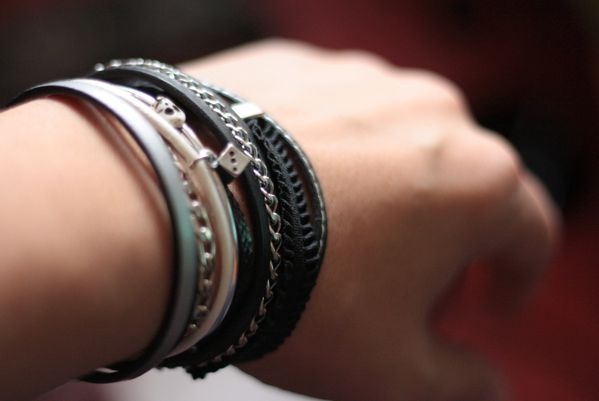 Bracelet-muliti-liens-rock-noir-Secret-des-Anges.jpg