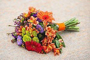 2917636-un-bouquet-de-fleurs-au-sol.jpg