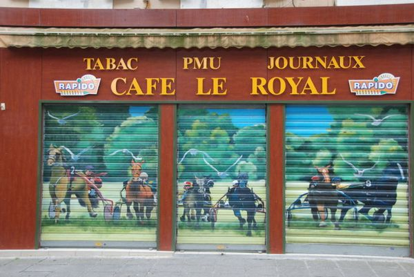 800px-Fresque-Cafe_le_Royal.jpg
