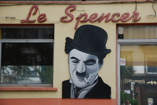 800px-Fresque-Spencer_bar.jpg