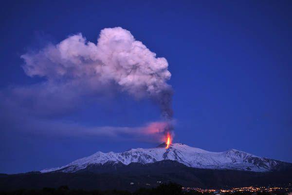 Etna-cendres-5kn-H.-5-janvier-2012-Ansa.jpg