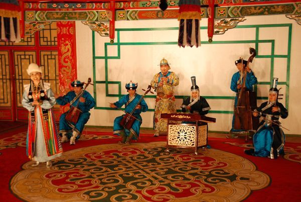 Chants-et-danses-mongols-traditionnels.jpg