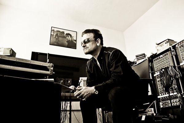 Bono-by-Julian-Lennon-Som-001.pagespeed.ce.aJE5W 1fCs