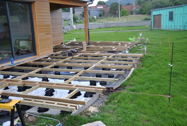 Suite de la structure de la terrasse le blog de for Piscine ossature bois pas cher