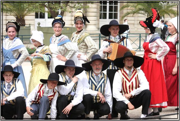 dancers from french province 3