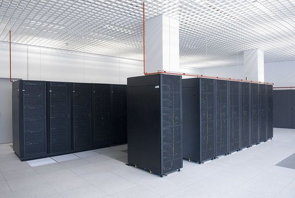 800px-UPM-CeSViMa-SupercomputadorMagerit.jpg