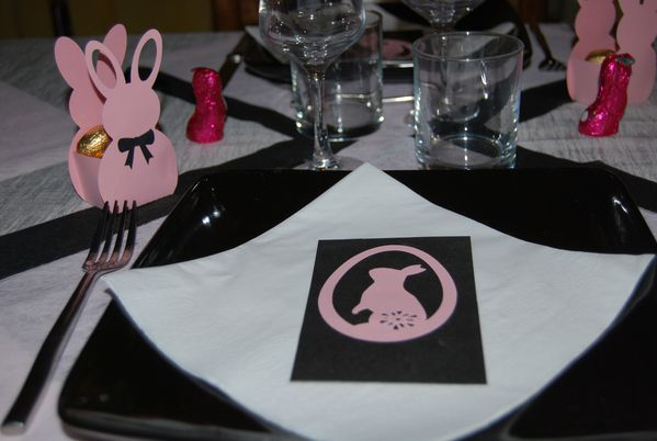 table-lapin-de-paques-rose-002.jpg