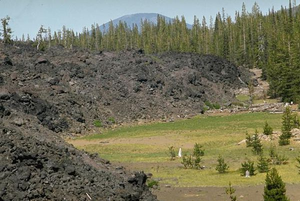 Broken-top-lava-flow---McKenziz-pass.jpg