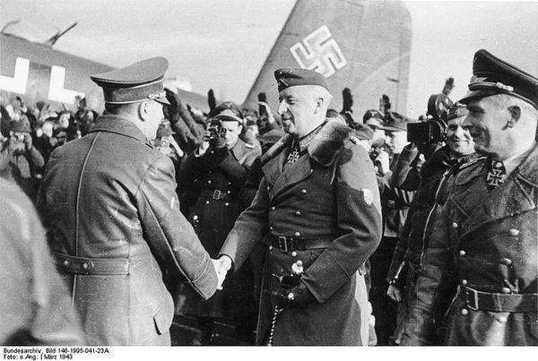 Allemagne-Hitler-felicite-general-von-Manstein-Manfred-v.jpg