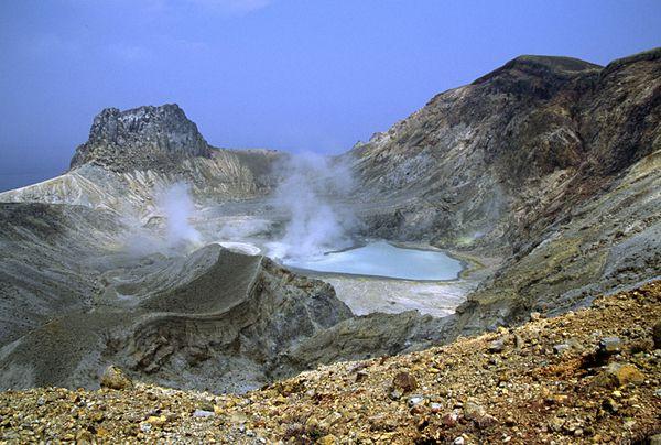 Io-dake-crateres----S.Nakano-07.2007.JPG