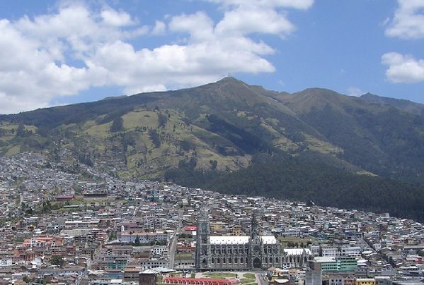 Pichincha_desde_Itchimbia---Oersted.jpg