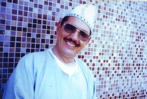 chanteur-avec-lunettes.JPG