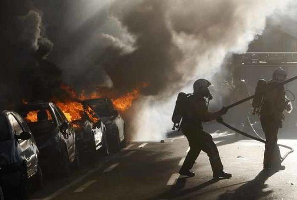 voitures-en-feu.Jpeg