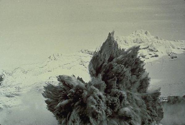 Ruapehu-er.surtseyenne-08.05.71-P.Otway-NZGS.jpg