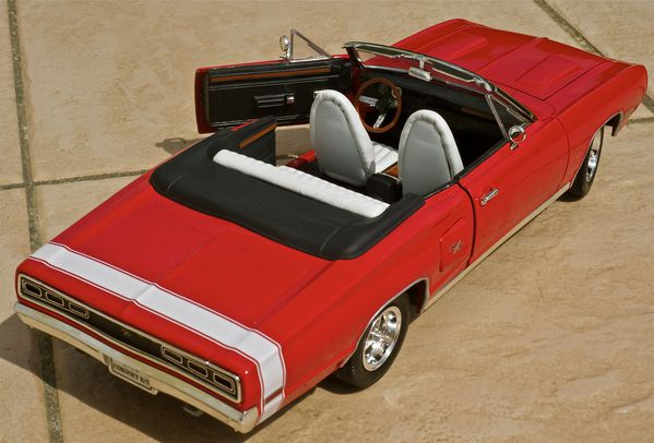 DODGE CORONET CABRIOLET ROUGE YATMING19