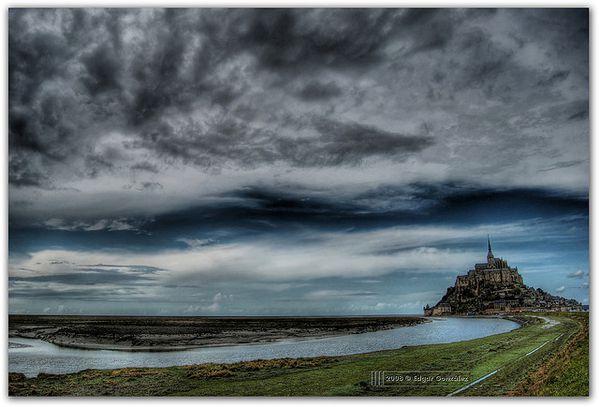 Mt-St-Michel-au-coeiur-des-orages.jpg
