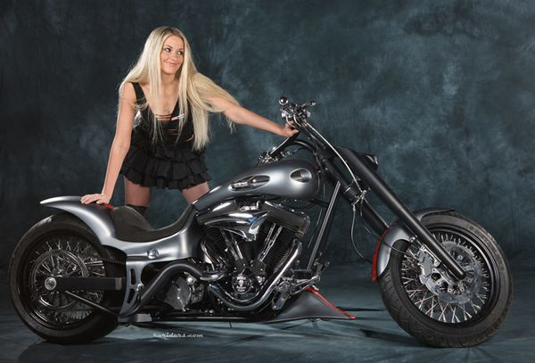 2012 biker cuties blonde 006 ruriders.com