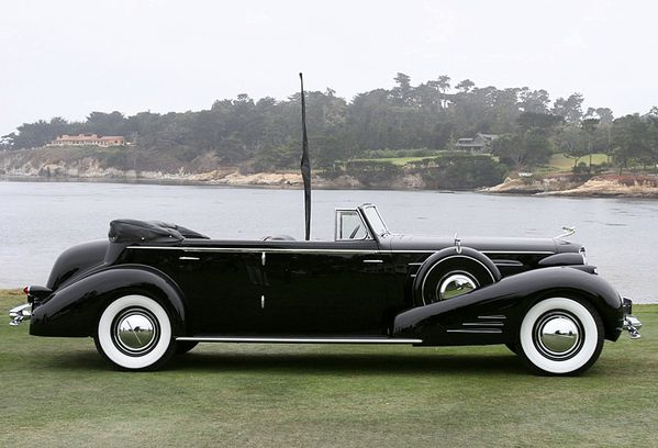 2641_cadillac_452d_v16_fleetwood_convertible_sedan_1934_02.jpg