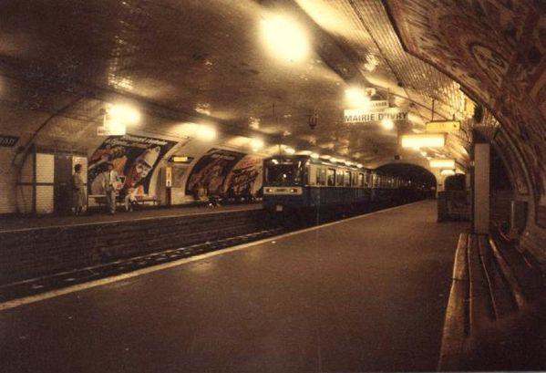 Paris Le Metro pour La Villette