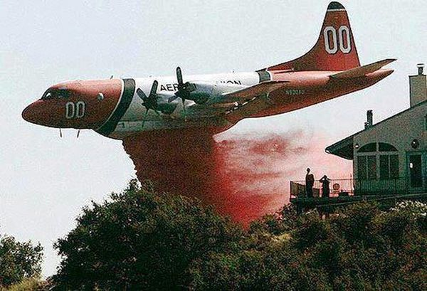 Amazing-shot-of-a-plane-dropping-retardant-on-the-fires-in.jpeg