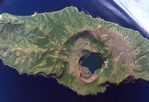 Zavaritski---Biryuzovoe-caldera---Nasa-space-shuttle.jpg