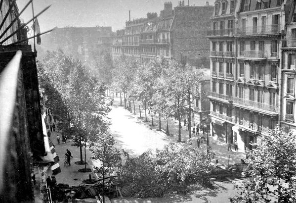 PARIS bouvevard Voltaire Aout 1944 ( Photo Pierre René FEB