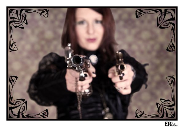 steampunk-portrait-femme-fey-aena-pistolet-6972-vintage.jpg