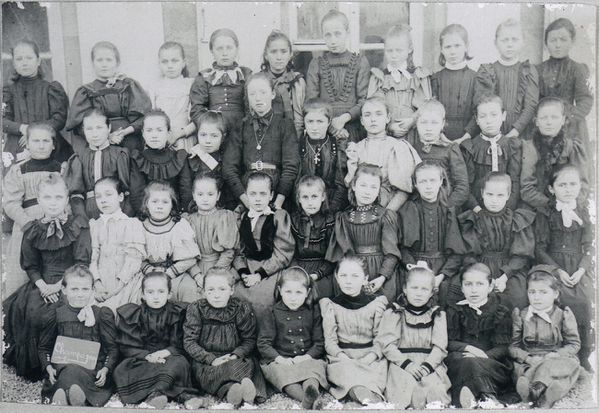 filles 1892