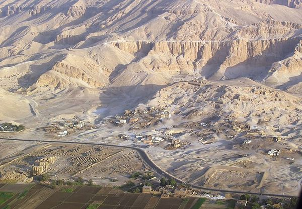 800px-Valley_of_the_Nobles_-Luxor-_-_aerial_view.jpg