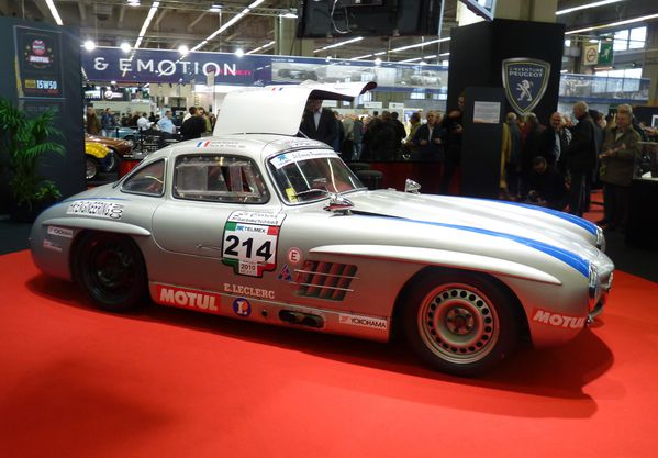 gros plan sur la mercedes 300sl papillon renault fr gate la restauration. Black Bedroom Furniture Sets. Home Design Ideas