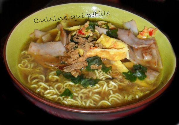soupe asiatique, soupe chinoise bouillon nouille, soupe chinoise poulet, omelette