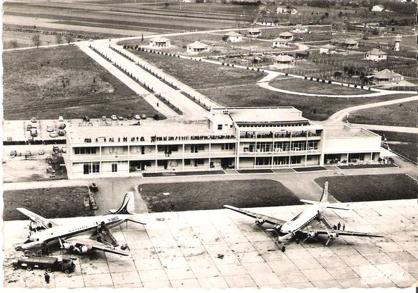 Toulouse---Aeroport-Blagnac---Japy---Editions-Cely---Marce.jpg
