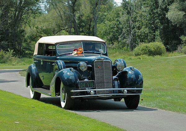 2662_cadillac_series_452d_v16_convertible_sedan_1934_03.jpg
