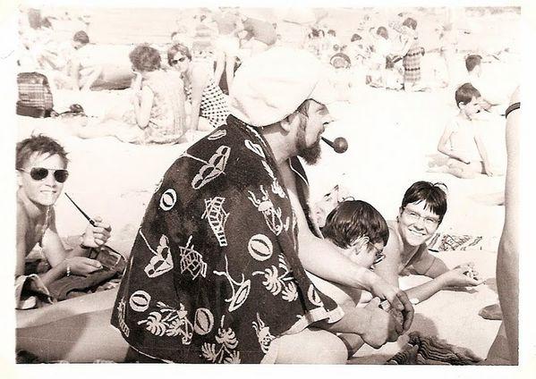 Michel au milieu des jeunes plage de l'Embellie