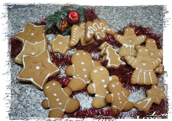 photo-biscuits-de-noel-en-pain-d-epice.jpg