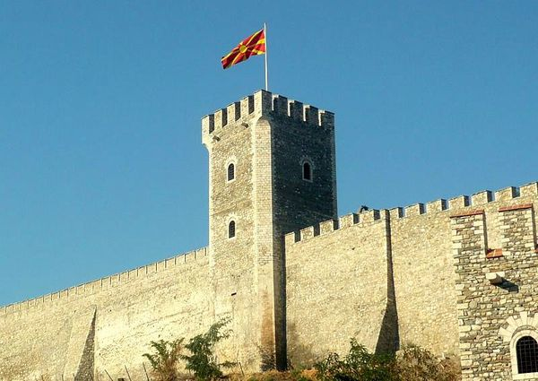 Forteresse de -Skopje Fortress, tower with Macedonian flag
