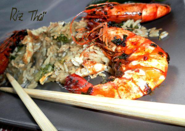 Riz Thaï sauté aux légumes et accompagné de gambas pimentés