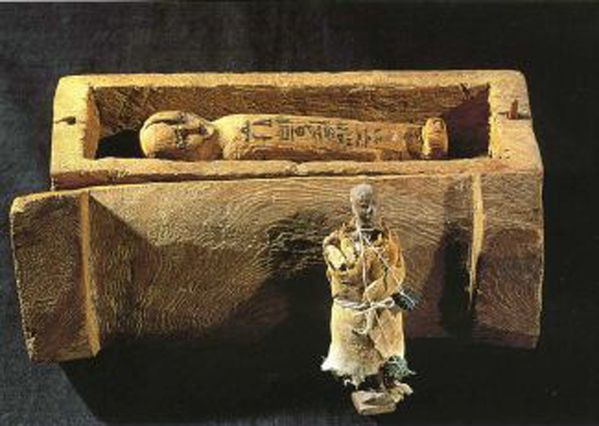 Wooden-model-of-coffin-and-mummy--Dynasty-XVIII--private-co.jpg